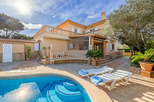 Spacious house with sea views and renting licence in Tolleric