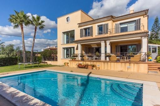 Wonderful, modern villa in the beautiful village of Sa Cabaneta