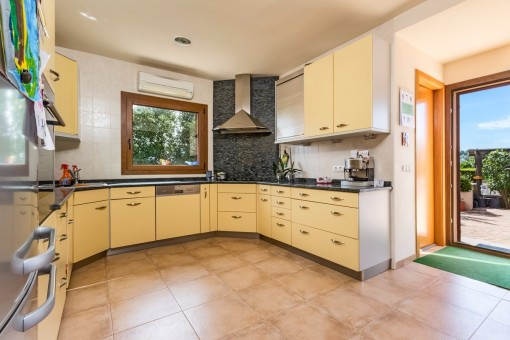 Nice kitchen with access to the terrace