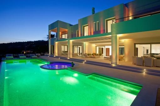 Noble pool area