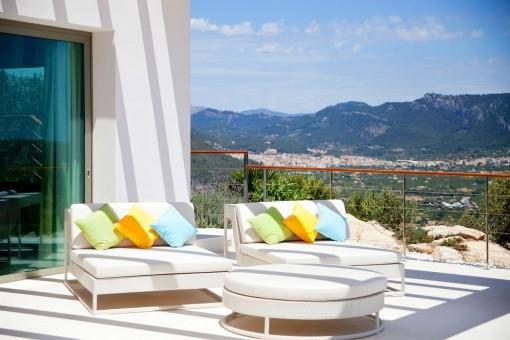 Lounge area with fantastic landscape views