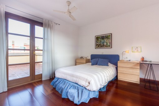 Beautiful bedroom with access to balcony