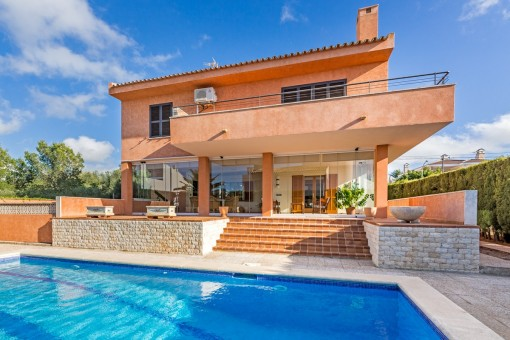 Mallorcan villa on the 2nd sea line in Bahia Azul