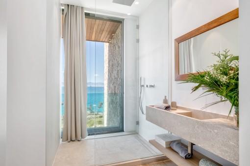 The exclusive villa has 6 bathrooms