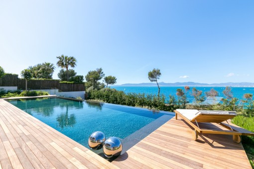 Goregous sea views from the pool area
