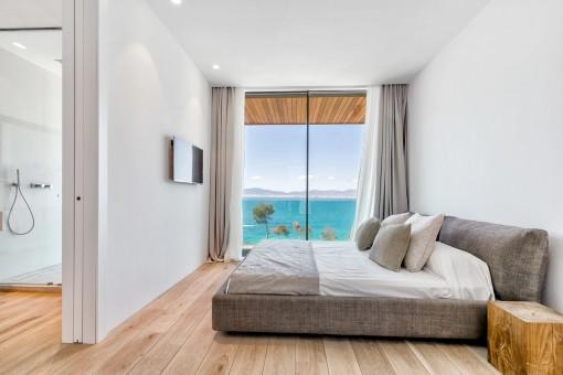 Very comfortable bedroom with bathroom en suite