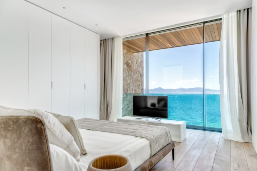 One of 5 dreamlike bedrooms with panorama window