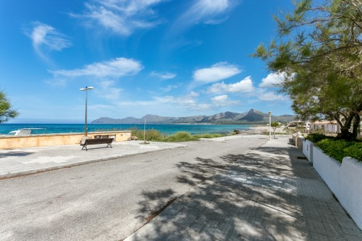 Two-storey house with 2 separate apartments with sea and harbor views in Son Serra de Marina