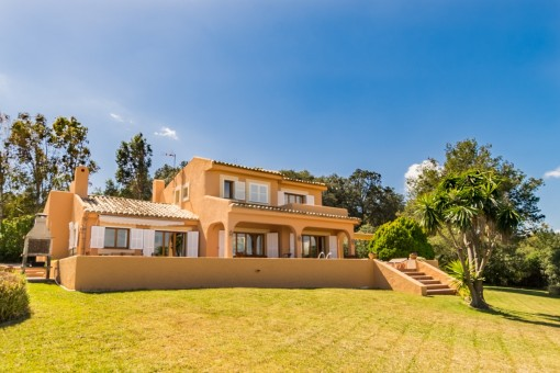 Exterior view of the finca with large plot of 4,500 sqm