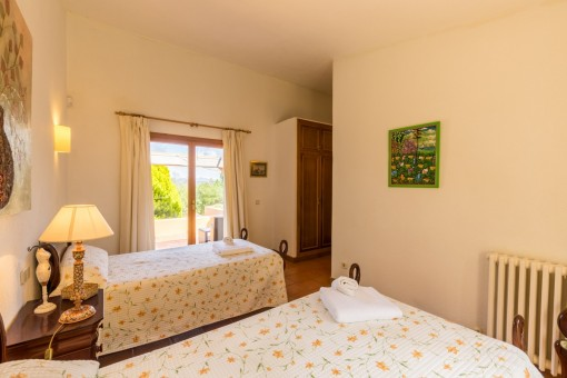 Double bedroom with access to terrace