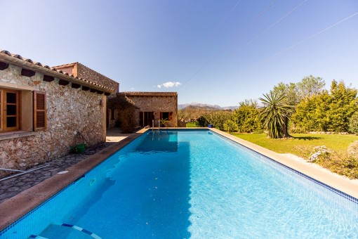 Finca in Llubí with views of the Tramuntana mountains and horse stables