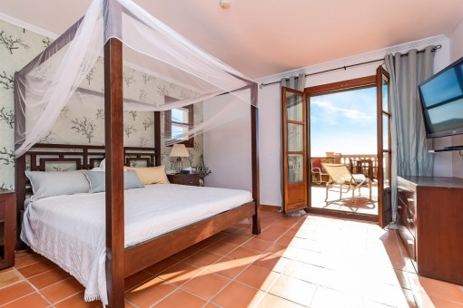 Exclusive master bedroom with access to the terrace