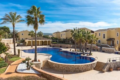 Spacious and sunny pool area