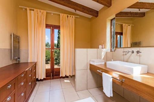Romantic finca with panoramic views in the beautiful area for Backyard guest house with bathroom