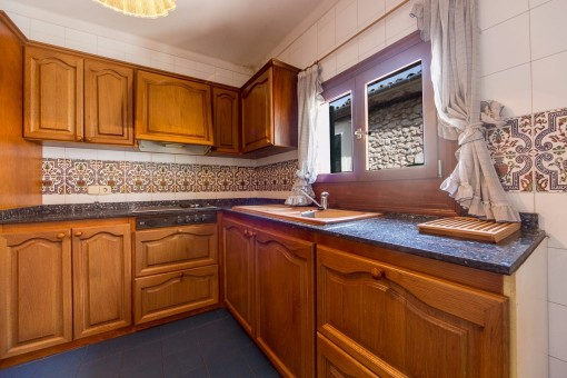Kitchen with pretty tile pattern