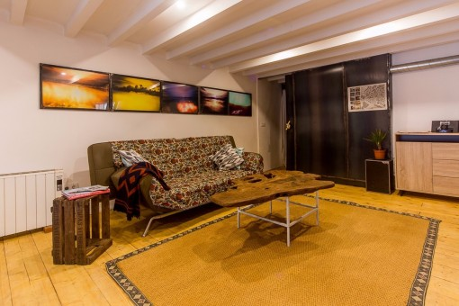 The furniture of the living area has been selected carefully and with a lot of good taste
