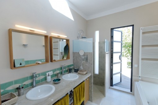 Bathroom with terrace acces