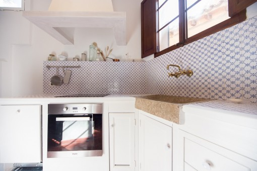 Fully equipped kitchen with traditional files