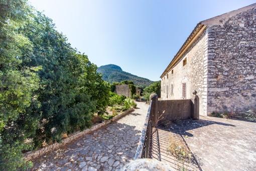 Natural stone facades