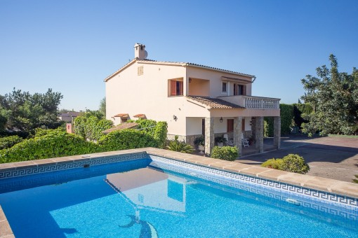 Lovely, very complete detached house very complete, with swimming pool, guest house and views to the Tramontana in Marratxi