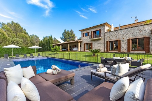 High-quality villa standing on a beautiful plot in Santa Ponsa