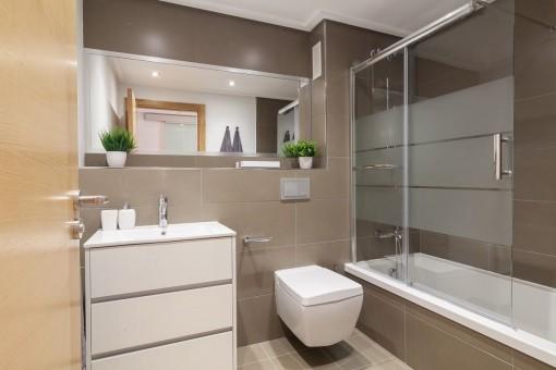 Modern bathroom with bath tub