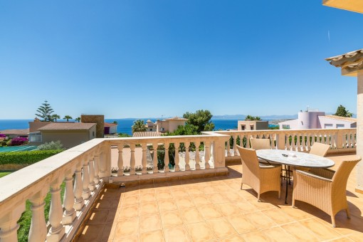 Villa in 2. sea line with 180-degree-view of the bay of Palma