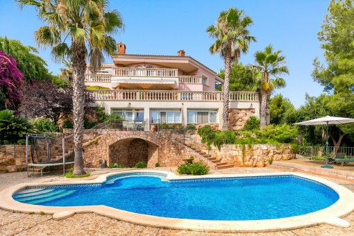 Roomy villa in tranquil residential area - views to Palma and sea