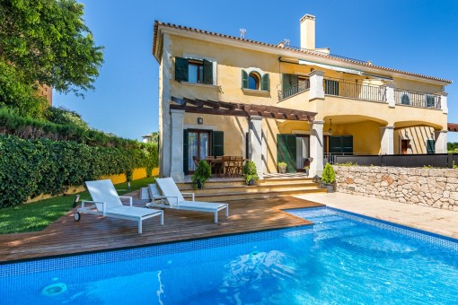 Large semi-detached house with wonderful sea views