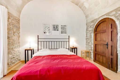 Vaulted ceiling in the bedroom