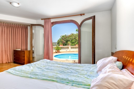 Bedroom with direct access to the pool area