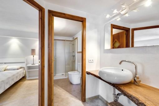 One of 5 modern bathrooms