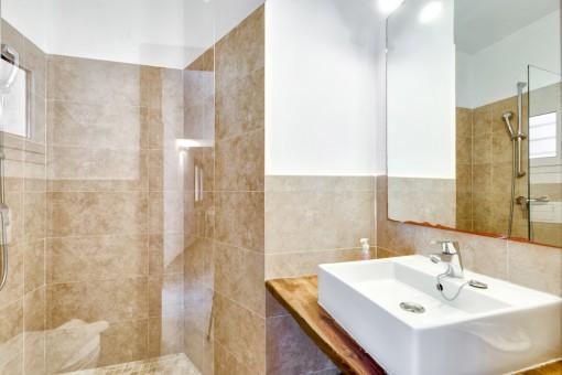 Friendly shower-bathroom