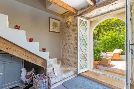 Entrance area with a natural stone staircase wich leads to the upper floor