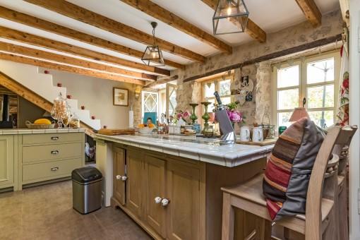 Alternative view into the kitchen