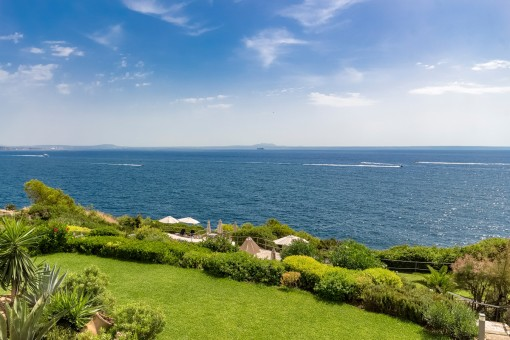 Panoramic sea views apartment in first sea line