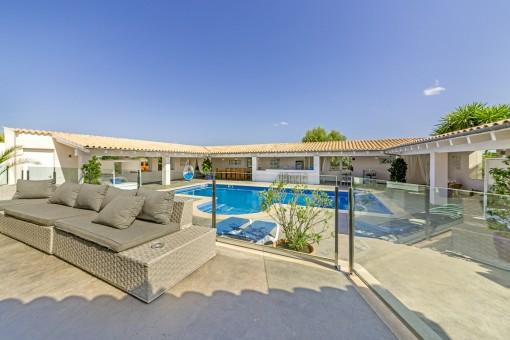 Great, capacious pool area