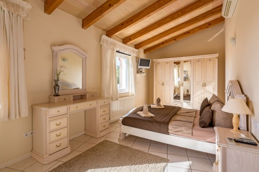 One out of 3 bedrooms with bathroom en Suite