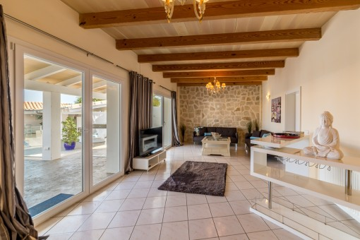 The property has a living space of 300 sqm