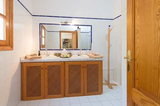 Bathroom with double washbasin and natural light