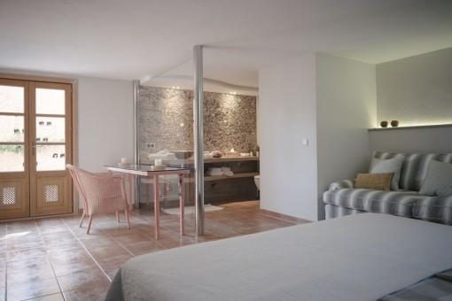 Great double bedroom with bathroom en suite