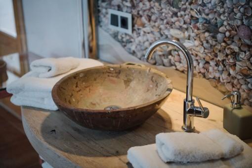 Extraordinary washbasin