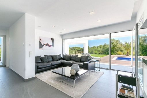 Modern villa in a cul-de-sac only a few minutes from the Es Trenc ...