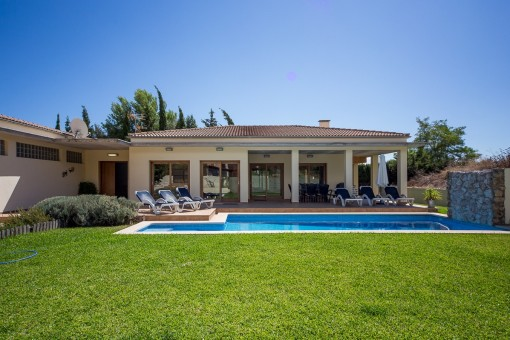 Modern, functional villa with lots of space in a quiet urbanization in Sa Pobla