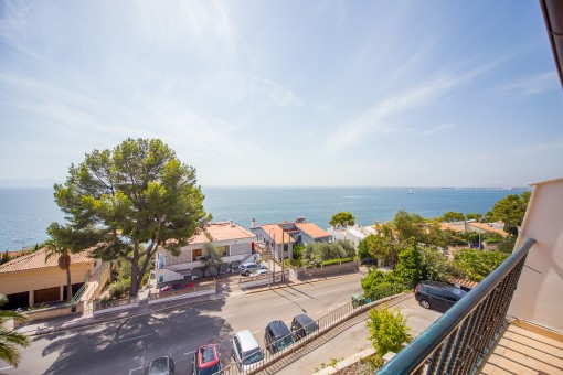 The property is located in direct near of the sea