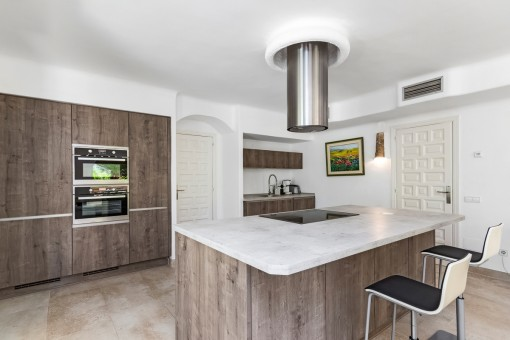 Fully equipped, stylish kitchen