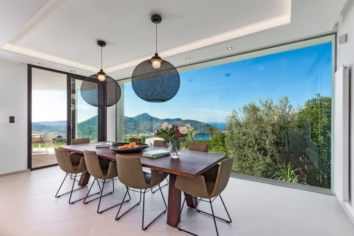 Light-flooded dining area with panoramic windows