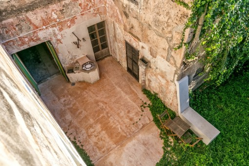 Views of the patio with an old water cistern