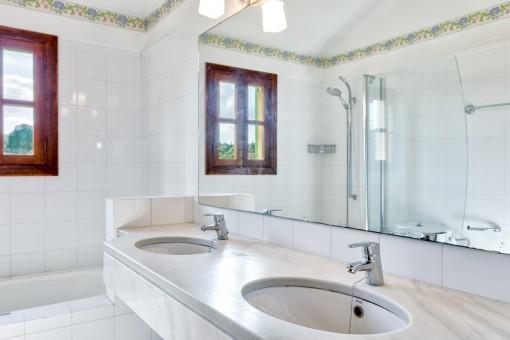 Shower bathroom with double washbasin