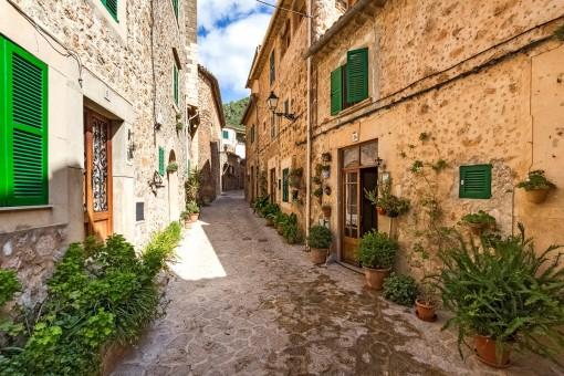 Charming streets of Valldemossa